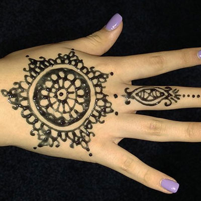 Jagua gel design on hand